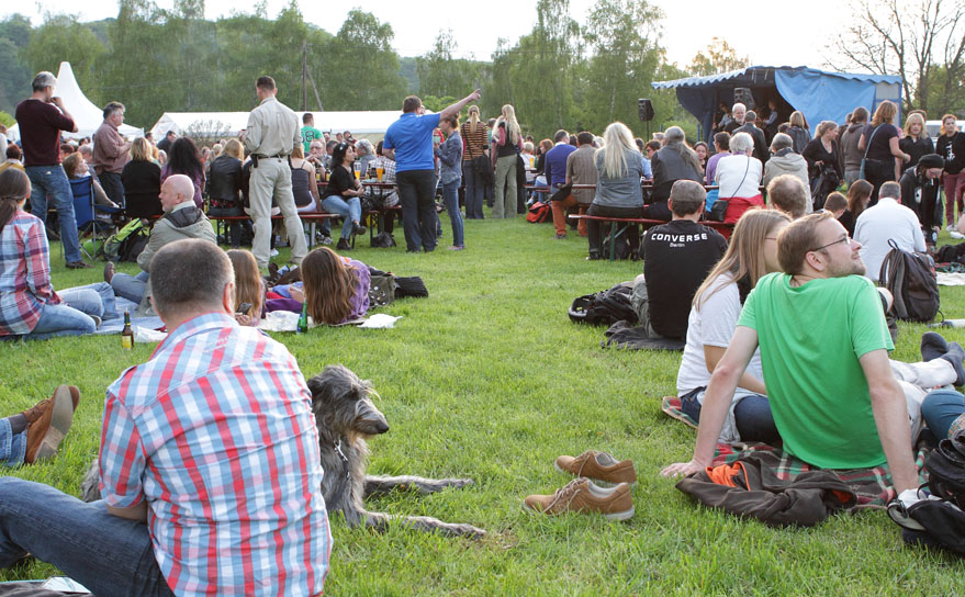 02 folk am fluss 2014