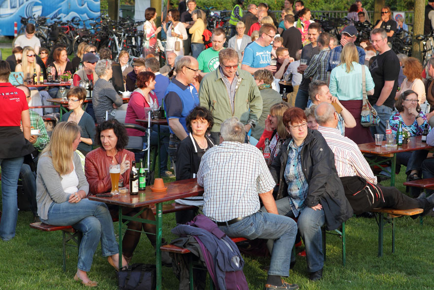 33 folk am fluss 2014