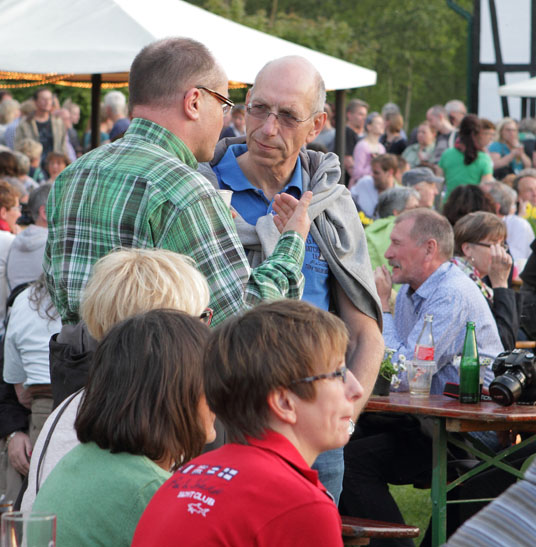 45 folk am fluss 2014