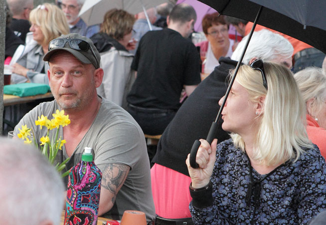 56 folk am fluss 2014